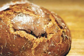 Brot backen mit leckerer Kruste